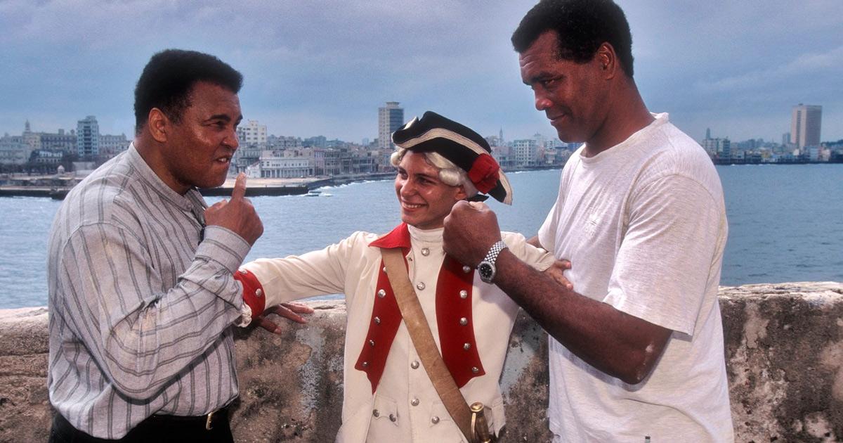 Muhammad Alí y Teófilo Stevenson en una visita del primero a La Habana