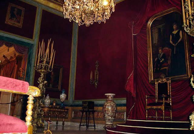 Trono en el Palacio de los Capitanes Generales